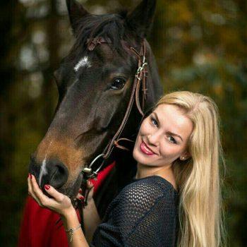 مدل نقاشی زن به همراه اسب مدل نقاشی زن به همراه اسب                        350x350