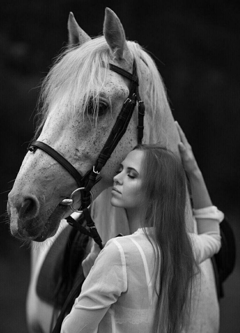 مدل نقاشی زن به همراه اسب مدل نقاشی زن به همراه اسب photo 2018 06 24 09 01 51 2 768x1063