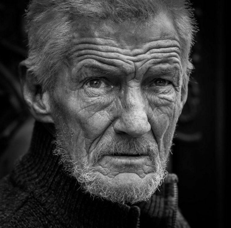 مدل نقاشی چهره پیرمرد سیاه قلم مدل نقاشی چهره پیرمرد سیاه قلم photo 2018 07 06 22 07 25 768x760