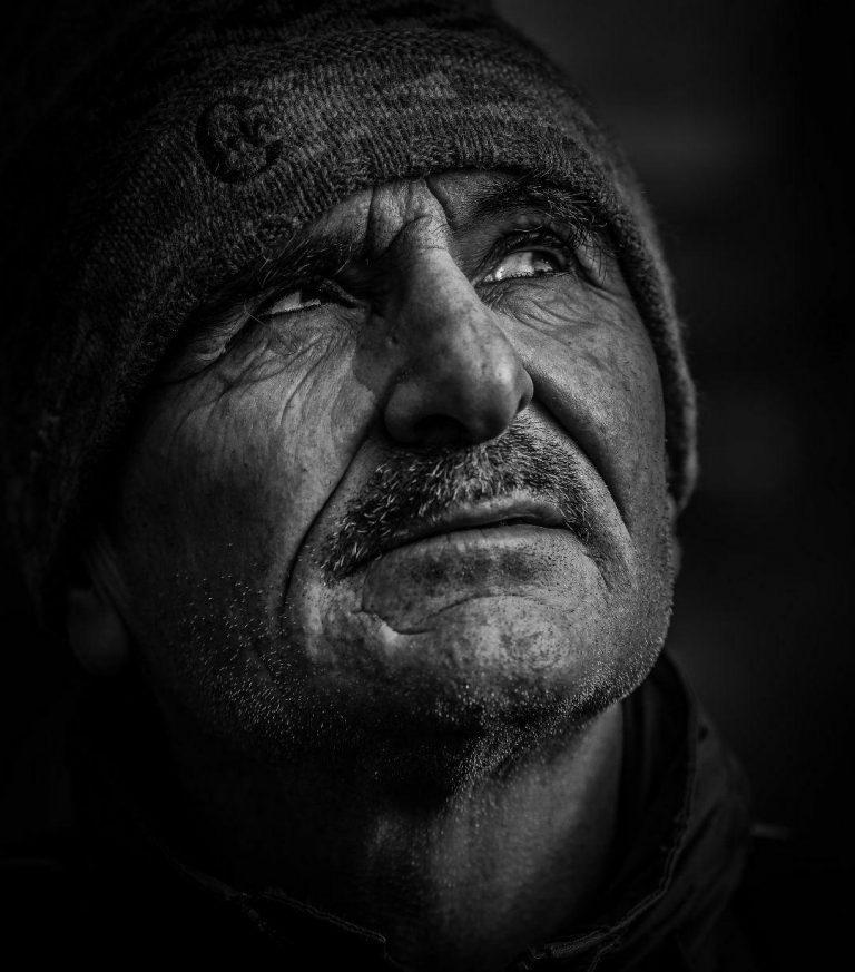 مدل نقاشی چهره پیرمرد سیاه قلم مدل نقاشی چهره پیرمرد سیاه قلم photo 2018 07 06 22 07 26 768x873